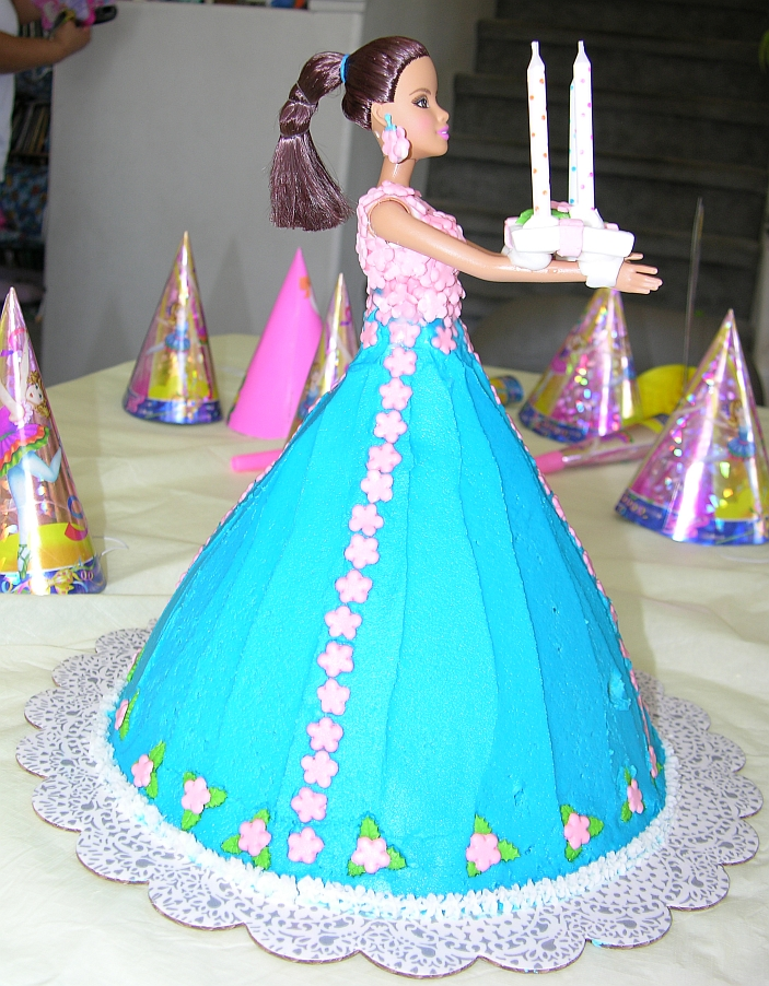 Cake Decorating Ideas Barbie : Kimberly Chapman s Cake Decorating - Barbie